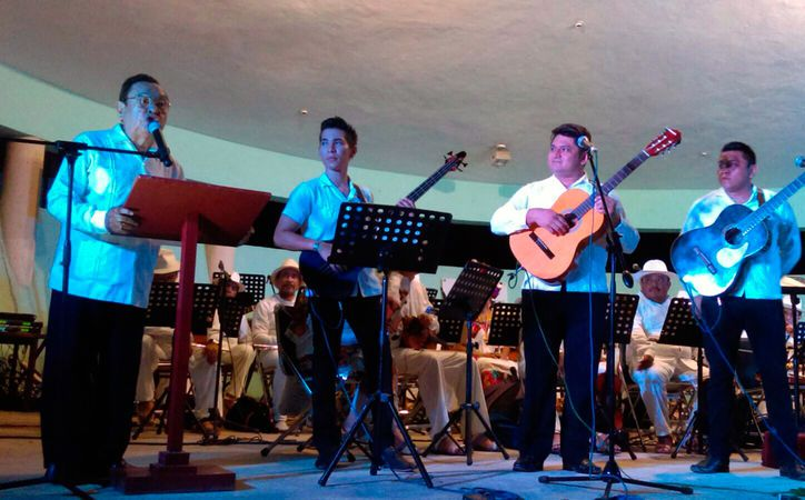 Cada viernes, en el Museo de la Canción Yucateca, puedes disfrutar del programa Viernes de Trova, en el que no sólo hay música, sino también conocimiento, a través de un recorrido. (Milenio Novedades)