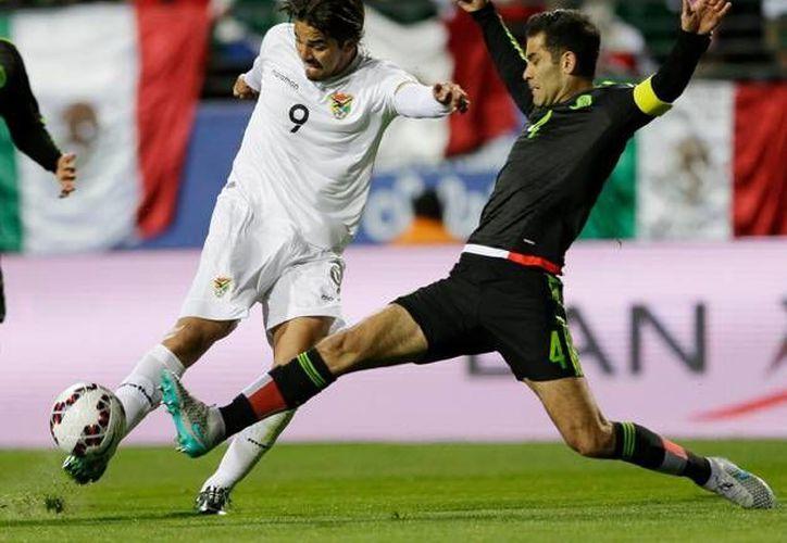 Rafael Márquez sufrió una lesión en el muslo izquierdo que lo marginará por el resto de la fase de grupos de la Copa América. (AP)