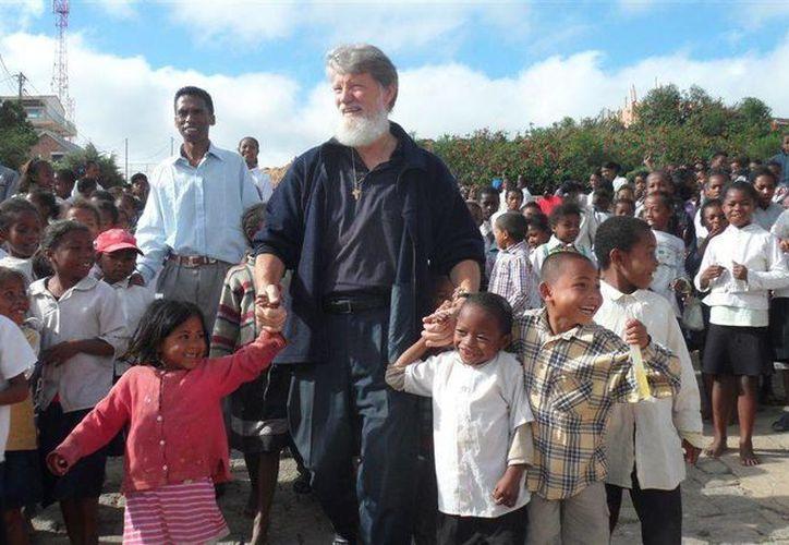 Pedro Opeka ha dedicado su vida a ayudar a los más pobres de África. Imagen de archivo. (madagascar-foundation.org)