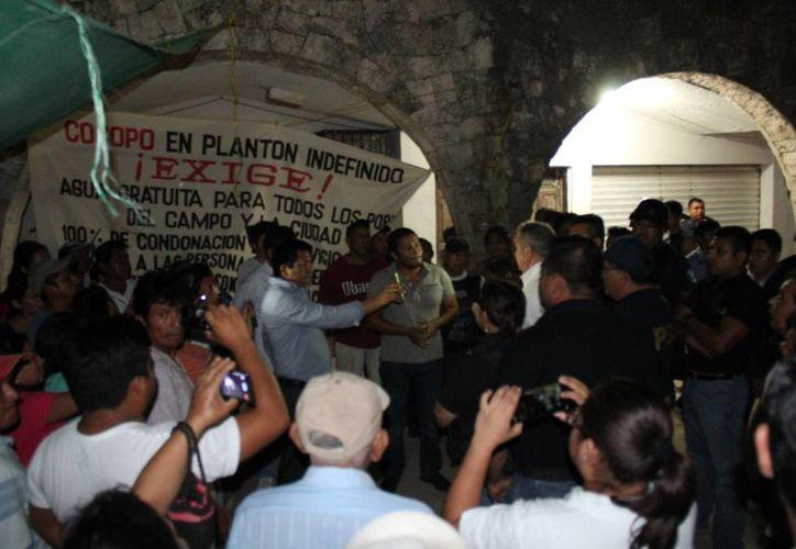Entre los detenidos hay dos mujeres. (Manuel Salazar/SIPSE)