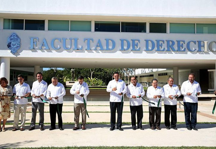 El gobernador Rolando Zapata presidió la inauguración de las nuevas instalaciones de la UADY. (SIPSE)