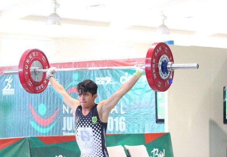 El umanense David Niño Mutul obtuvo 3 medallas de plata  en el Campeonato Nacional Juvenil. (Milenio Novedades)