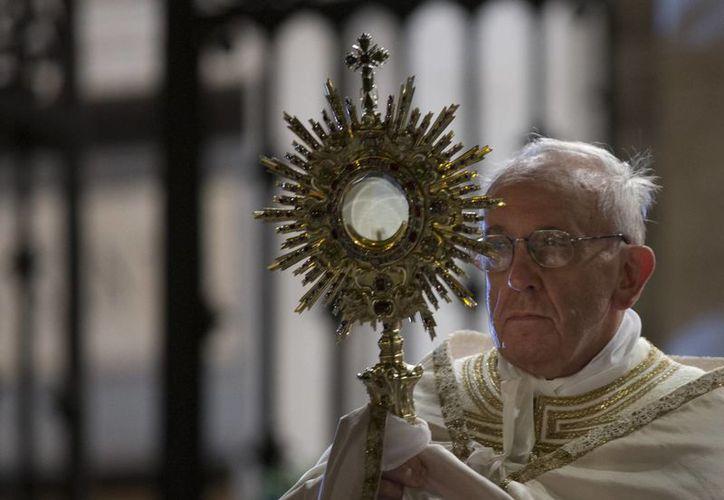 El líder católico ofició la ceremonia ante miles de personas. (Agencias)