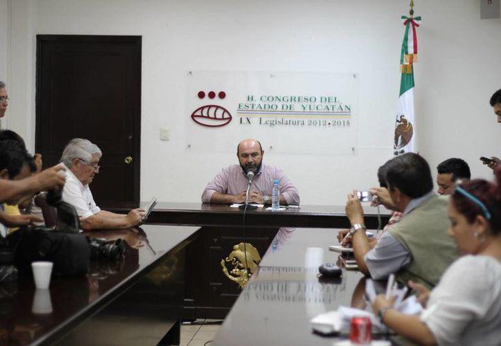 Conferencia para informar sobre el Taller Legislativo que se impartirá a universitarios. (Cortesía)