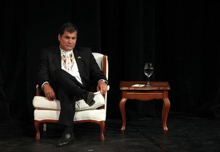 """""""Si el embajador Rodrigo Riofrío no puede regresar a Lima, con el dolor del alma, el embajador peruano, Javier León, no podrá regresar a Quito"""", indicó Correa en su informe semanal. (EFE/Archivo)"""