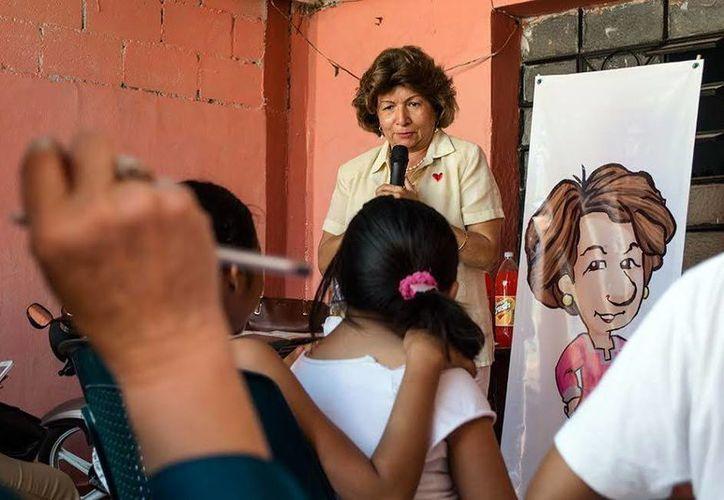 Ana Rosa Payán Cervera se reunió con vecinos de Mérida. (Milenio Novedades)