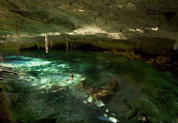 Las autoridades inspeccionaron la Ruta de los Cenotes, ya que es una vía en desarrollo. (Israel Leal/SIPSE)