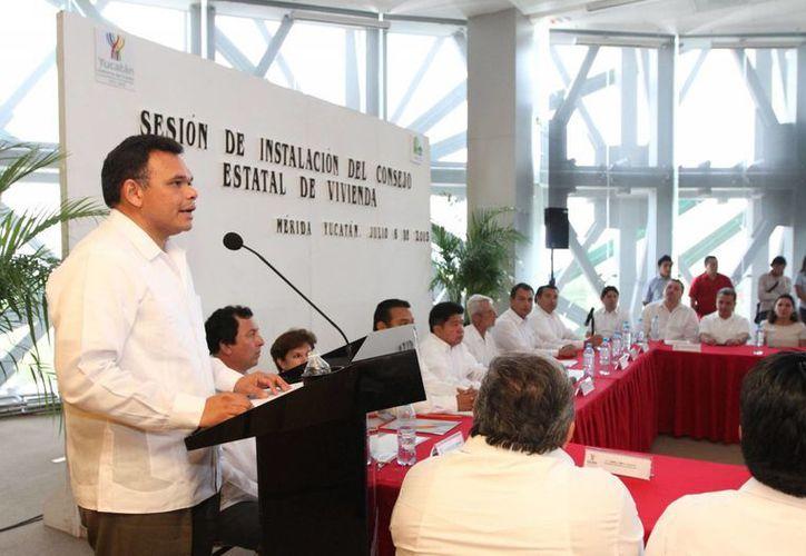 El gobernador Rolando Zapata pidió al Consejo dotar de perspectiva local las estrategias de la Política Nacional de Vivienda. (Cortesía)