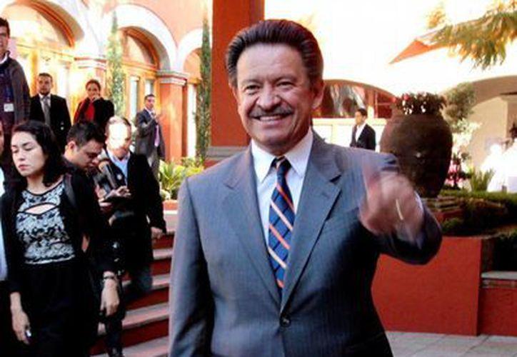 El presidente del PRD, Carlos Navarrete, se 'anima' a 'lanzar la primer piedra': dice que su partido está libre de pecado en los asuntos legales que afectan a la familia de Ángel Aguirre, gobernador -actualmente con licencia en el cargo- de Guerrero. (NTX/Archivo)