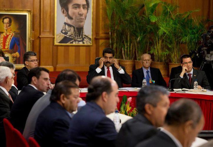 La de este jueves es la primera reunión formal entre la oposición y el gobierno de Venezuela tras el estallido de las violentas protestas en el país. (AP)