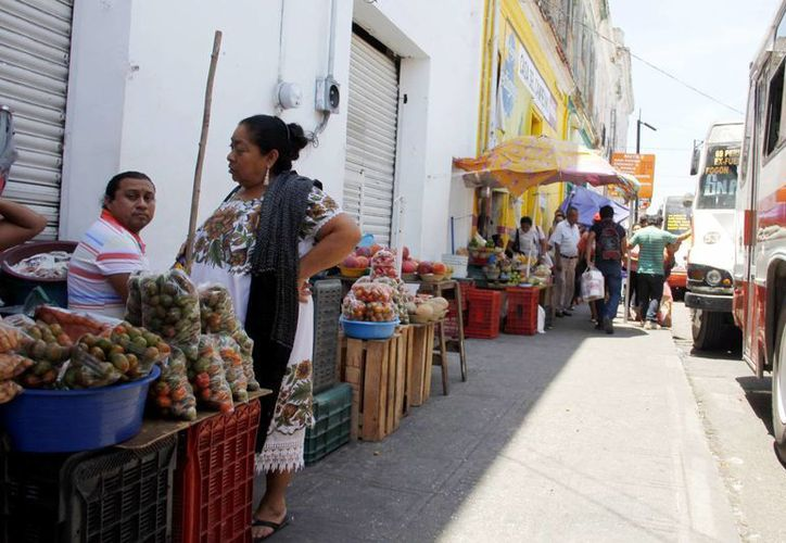 El tema del ambulantaje en las calles del Centro de Mérida es un reto para la entrante administración de Mauricio Vila Dosal. (Archivo/SIPSE)