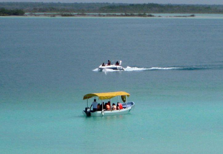 La constante actividad que registra la laguna provocará a futuro un impacto ambiental. (Javier Ortiz/SIPSE)