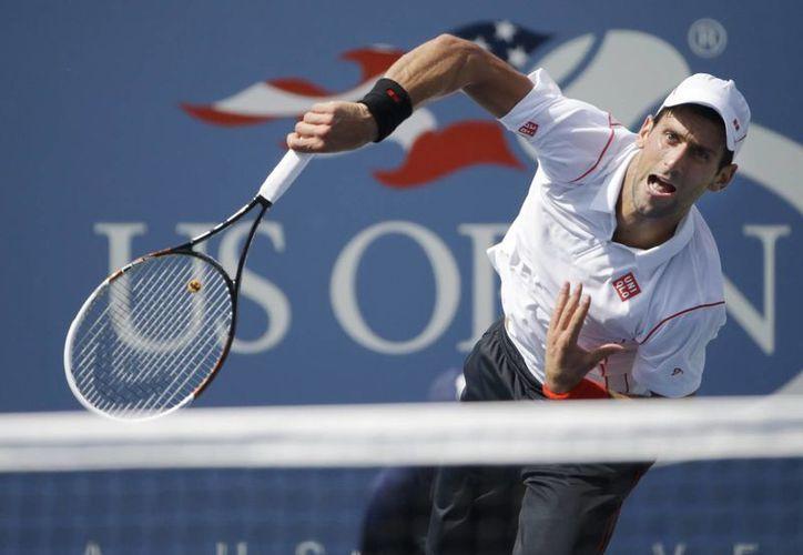 Después de adaptarse a los vientos que soplaban el viernes en Flushing Meadows, Djokovic venció al alemán Benjamin Becker. (Agencias)