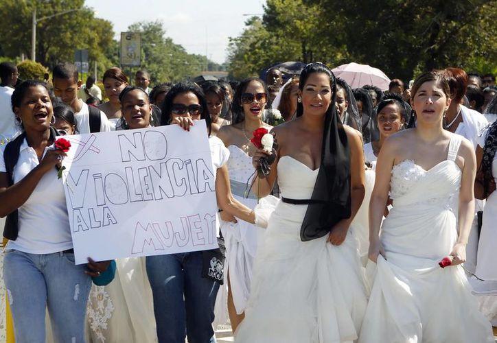 Entre un 17 y 53 por ciento de mujeres casadas o en unión libre en 12 países han reportado violencia sexual o física. (Archivo/EFE)