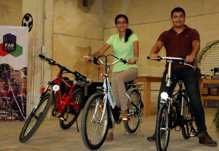'Ecobica' modifica bicicletas para adaptarles 'modalidades' para su funcionamiento. (Milenio Novedades)