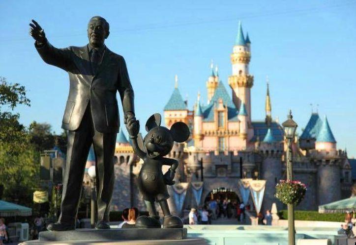El actual brote de sarampión en California se habría originado en los parques de Disneyland en ese estado. (AP)