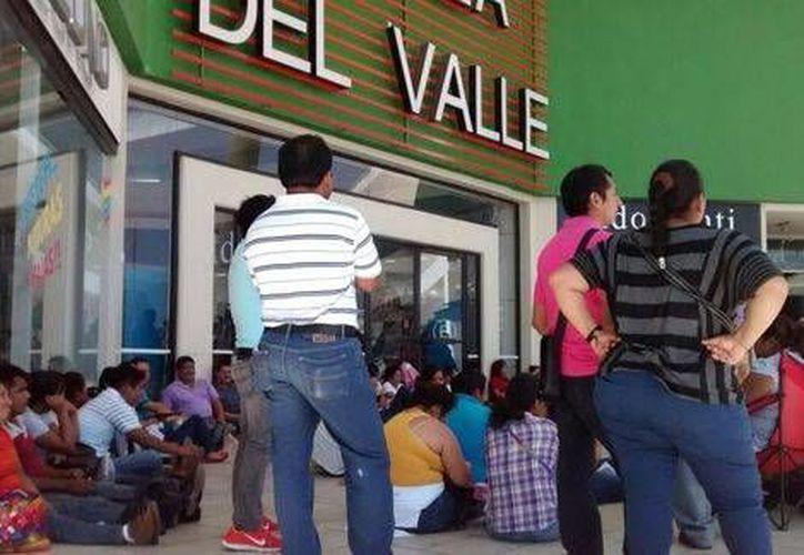 Maestros de la CNTE exigen varias cosas, entre ellas el pago para 11 mil trabajadores homologados. (Milenio)