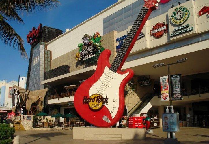 El restaurante Hard Rock Café Cancún, se enfrenta a varios litigios. (Redacción/SIPSE)