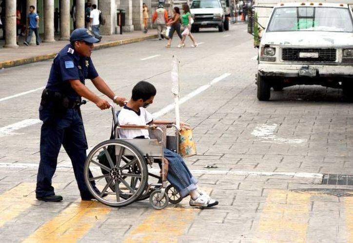 En Yucatán la mayoría de las asociaciones civiles se dedican a gestionar apoyos para personas con discapacidad. (SIPSE/Archivo)