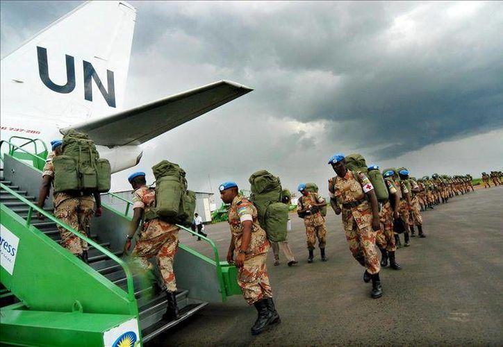 Un elemento de los soldados  conocidos como los 'casco azul' asesinó a cuatro compañeros y dejó heridos a otros en la ciudad de Bangui. (Archivo EFE)
