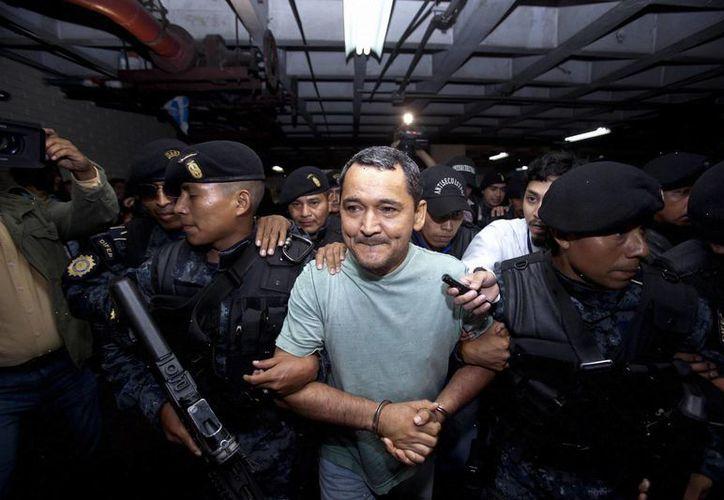 Waldemar Lorenzana Cordón al ser detenido por las fuerzas de seguridad de Guatemala. (EFE)