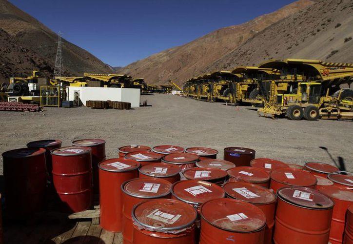 La zona de la mina está actualmente ocupada por toneladas de maquinaria pesada. (Agencias)