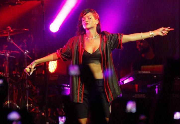 La cantante Rihanna presentó sus diseños. (Agencias)