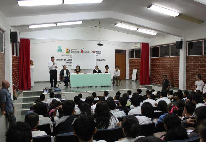 Asistieron al evento más de 60 estudiantes de los planteles Ignacio Zaragoza, Papalote, Tepeyac, Bachilleres y José González Zapatas. (Yenny Gaona/SIPSE)