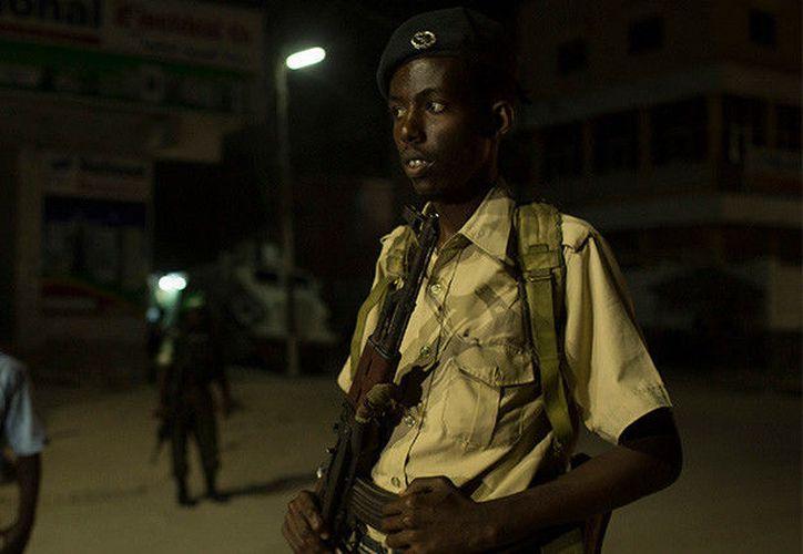 Horas antes un terrorista suicida estampó su coche contra un hotel en Mogadiscio. (Reuters).