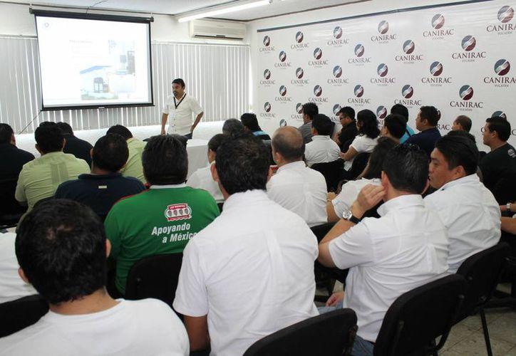 Participantes en el primer curso del programa Restaurante Líder en Protección Civil. (SIPSE)