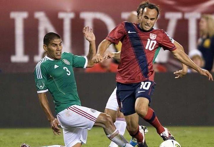 Hasta hace un mes, Salcido (i) era parte de Tigres y no había sido seleccionado por 'El Piojo' Herrera. Ahora es parte de los convocados al Mundial y a su regreso a México jugará con Chivas. (mediotiempo.com)