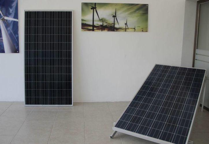 Algunas empresas y dueños de viviendas ya optan por el panel solar. (Tomás Álvarez/SIPSE)