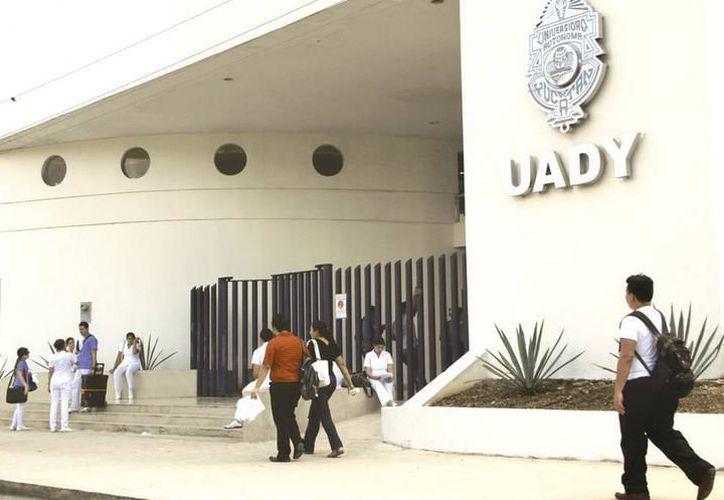 La Universidad Autónoma de Yucatán fomenta la lectura por medio de talleres y actividades curriculares. (SIPSE)