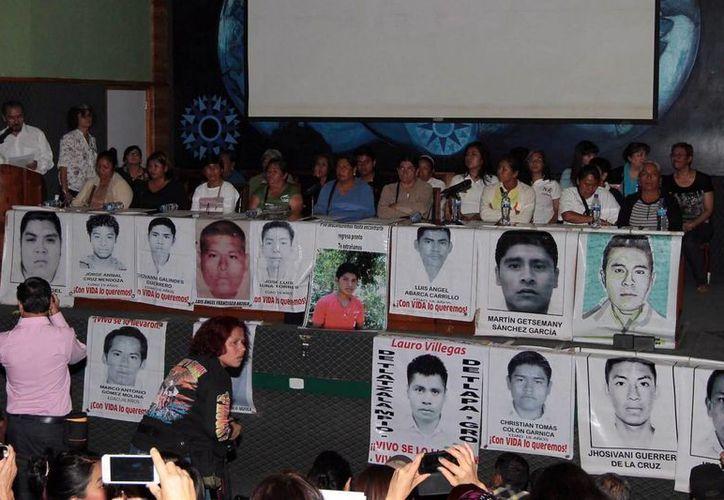 Los padres de los 43 normalistas de Ayotzinapa han realizado sendas movilizaciones para pedir solidaridad y justicia en su caso. (Archivo/Notimex)