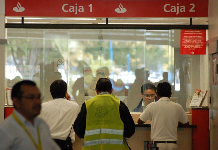 Los bancos abrirán con normalidad este viernes, 5 de mayo. (Sergio Orozco/SIPSE)