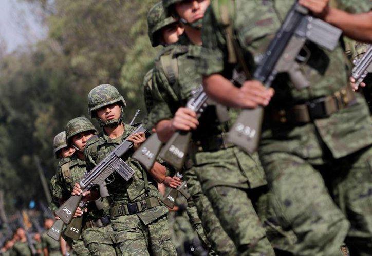 Fue el 11 de diciembre de 2006 cuando se anunció que las Fuerzas Armadas dejarían los cuarteles para combatir al narco. (Archivo/Agencias)
