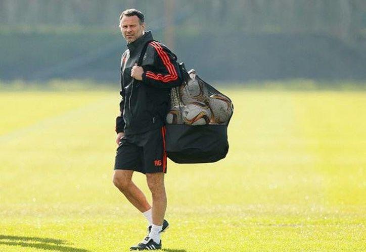 Ryan Giggs busca continuar con su sueño de ser entrenador de algún equipo, luego de participar como auxiliar en el Manchester United. (AP)