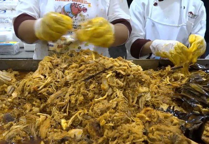 Se esperan vender 10 toneladas de cochinita pibil. (Milenio Novedades)