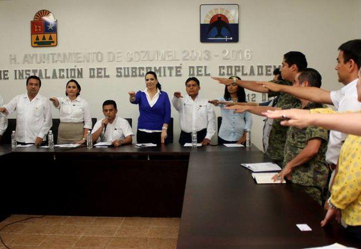 El alcalde tomó la protesta a los integrantes de los subcomités. (Cortesía/SIPSE)