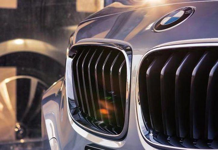 BMW recordó su importante presencia en EU, pues su fábrica de Spartanburg es su mayor sitio de fabricación en el mundo. (facebook.com/BMW)