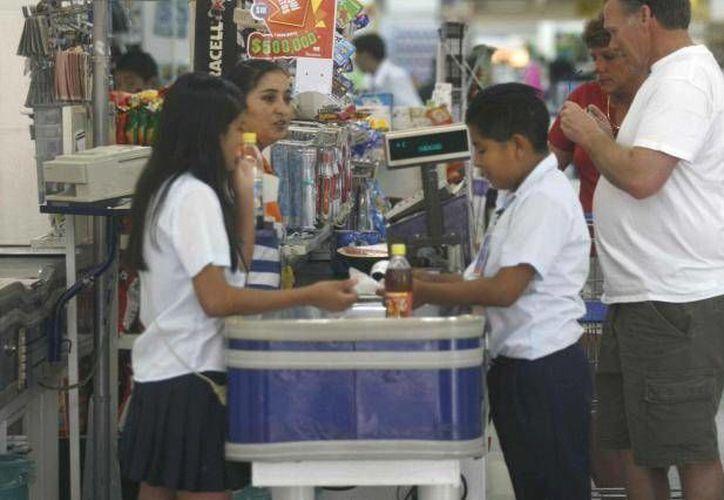 Los menores que trabajan en supermercados de Mérida están bajo estricta supervisión. (Foto de contexto)