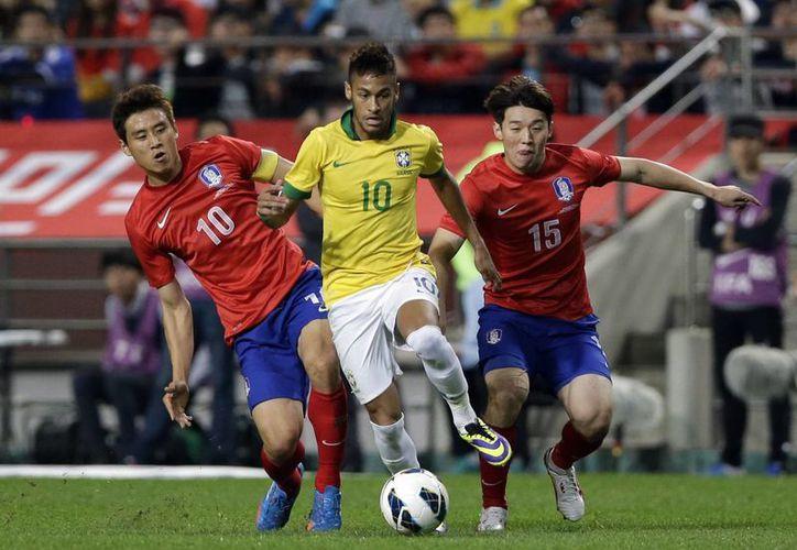 Neymar abrió el marcador antes de concluir la primera parte. (Foto Agencias)