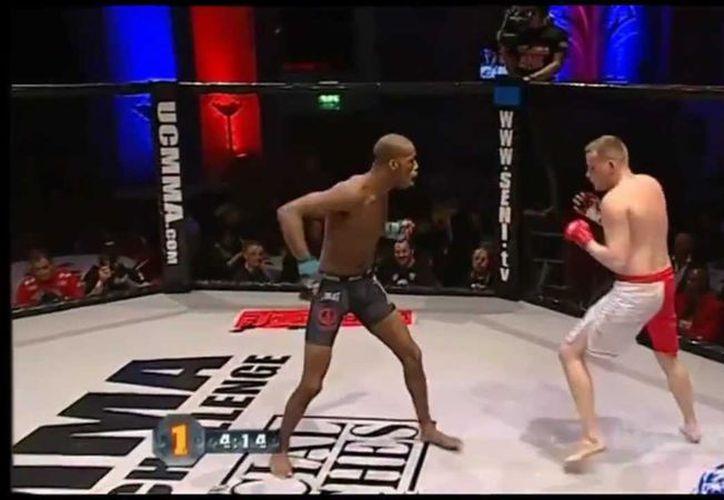 Michael Page persuadió, sin quererlo, a su rival, David Rickels, para que se rindiera. (Foto: Captura de video)