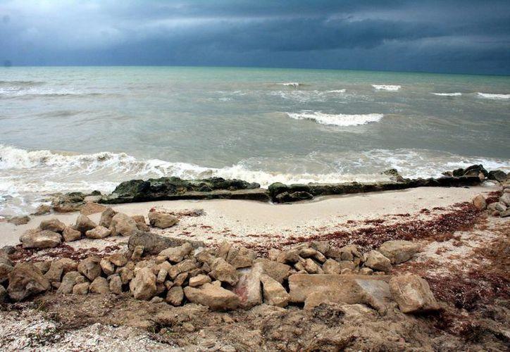 En algunos puntos de Yucatán, el mar prácticamente ya casi invadió la costa. (Archivo/SIPSE)