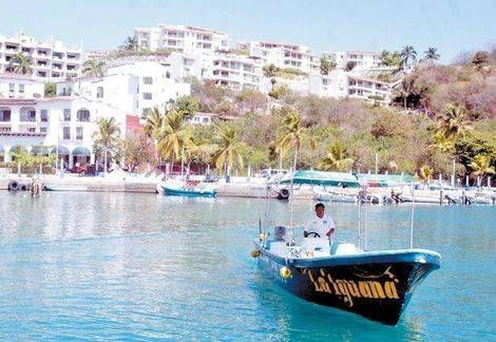 Los habitantes de las bahías de Huatulco viven del turismo, de ahí su reacción. (Jorge Carballo/Milenio)