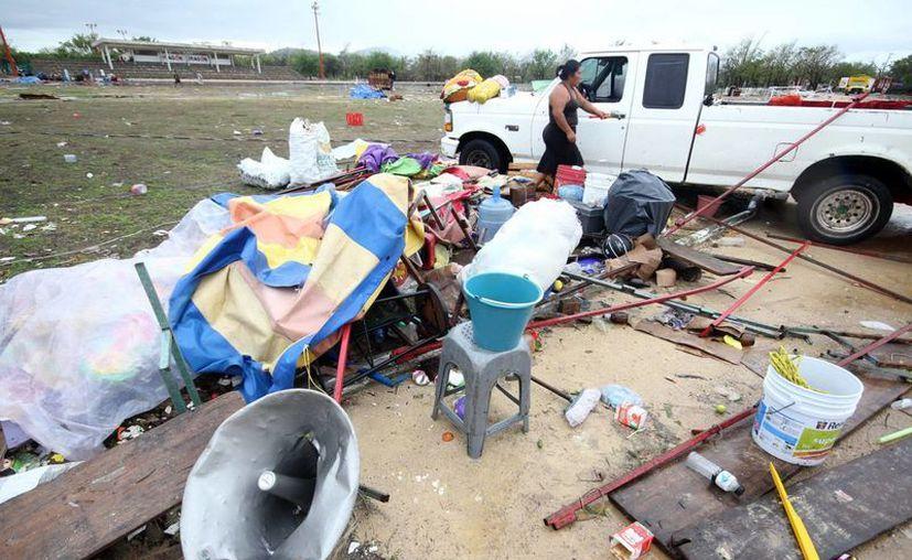 Las comunidades pesqueras de la costa de Chiapas sufrieron afectaciones en casas, comercios y vehículos. (Notimex)