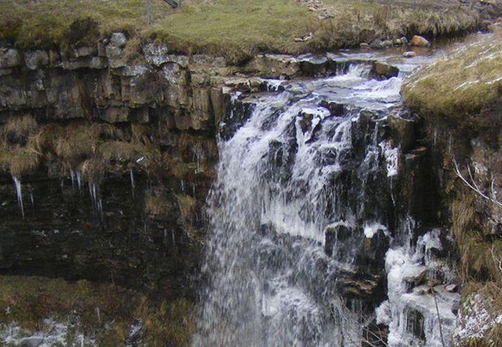 Esta cascada invertida no fue el único efecto curioso que causó el paso de Ophelia. (Foto: Contexto/Internet)