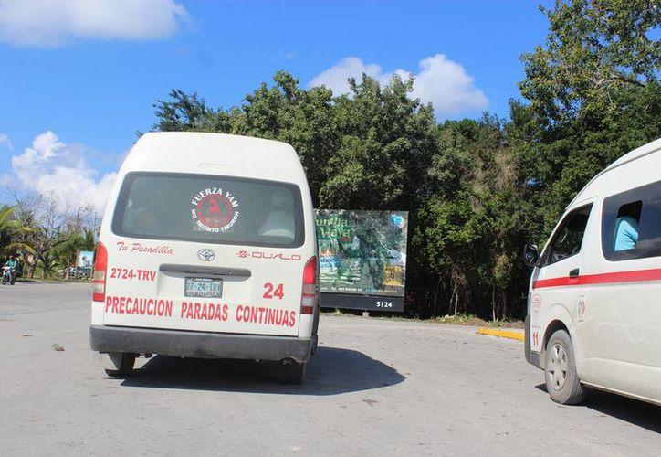 Se necesitan más combis para el transporte público en el municipio. (Sara Cauich/SIPSE)
