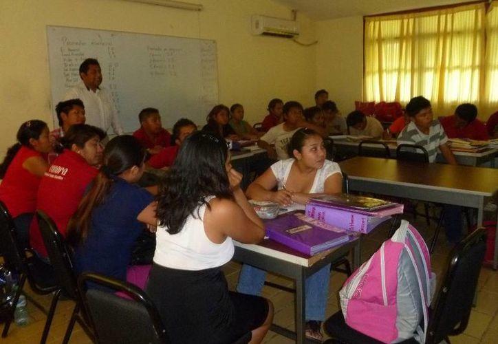 Instructores del Conafe impartieron el taller. (Raúl Balam/SIPSE)