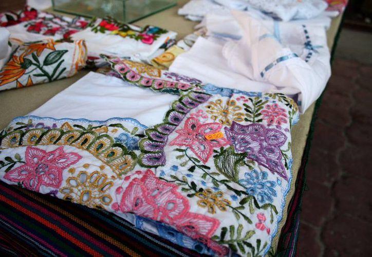 El Gobierno del Estado patentizará el huipil yucateco con el objetivo de llevar estos productos a nuevos mercados. (SIPSE)